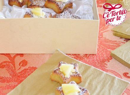 Stelline pistacchi e ananas, ecco dei dolcetti semplici da preparare e golosissimi.  Un'idea perfetta anche per un regalo speciale.  Scopri la #ricetta...