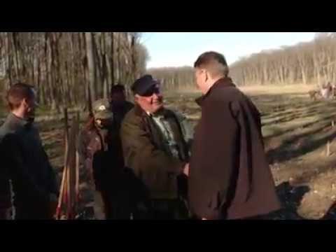 Presedintele klaus Iohanis planteaza stejar de ziua Naționala a Pădurii
