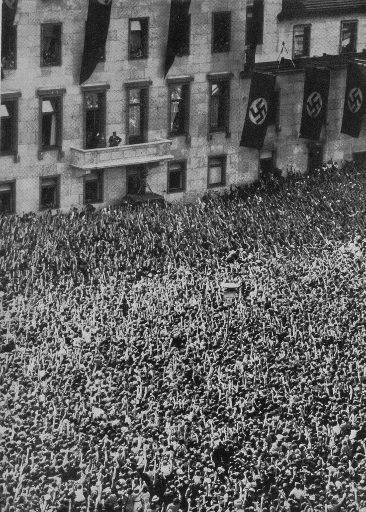 Der Führer ist nach dem Frankreichfeldzug nach Berlin zurückgekehrt. Hunderttausende jubeln ihm zu.