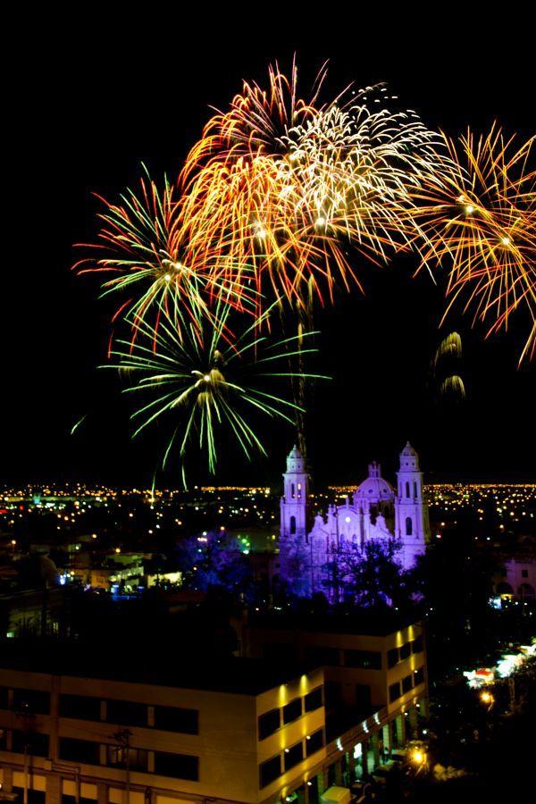 """Día del Grito 2014 en Hermosillo, Sonora. Fotógrafo ABRAHAM RAMIREZ. Pinea y comparte, esta fotografía está participando en el concurso de """"Lo hecho en México"""". Gracias!"""
