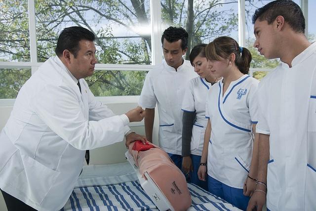 Prácticas de la carrera de Enfermería en la UNITEC en el Hospital Simulado