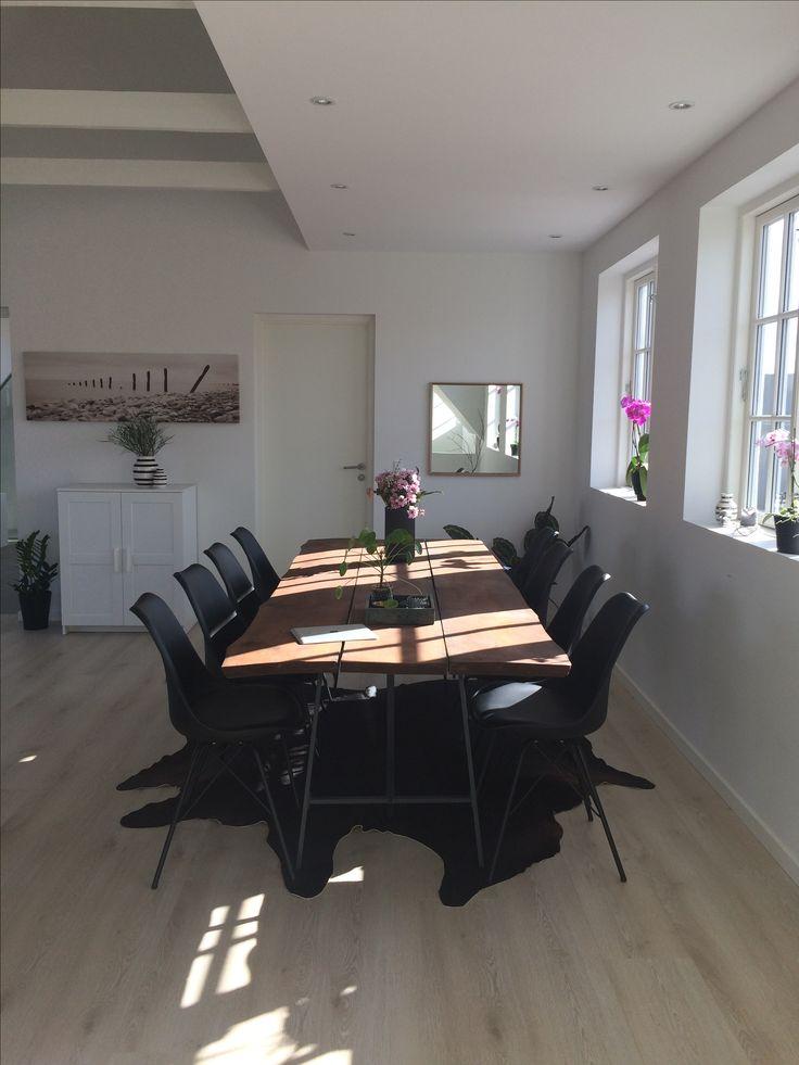 Er ved at være rigtig godt tilfreds med min stue 😍  • •  My living room - I just love this room!