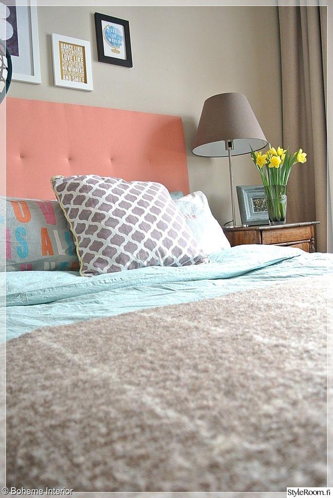 Pastellit sopivat keväisessä sisustuksessa hyvin myös sängynpäätyyn #styleroom #pastels #makuuhuone #inspiroivakoti Täällä asuu: Bohemeinterior