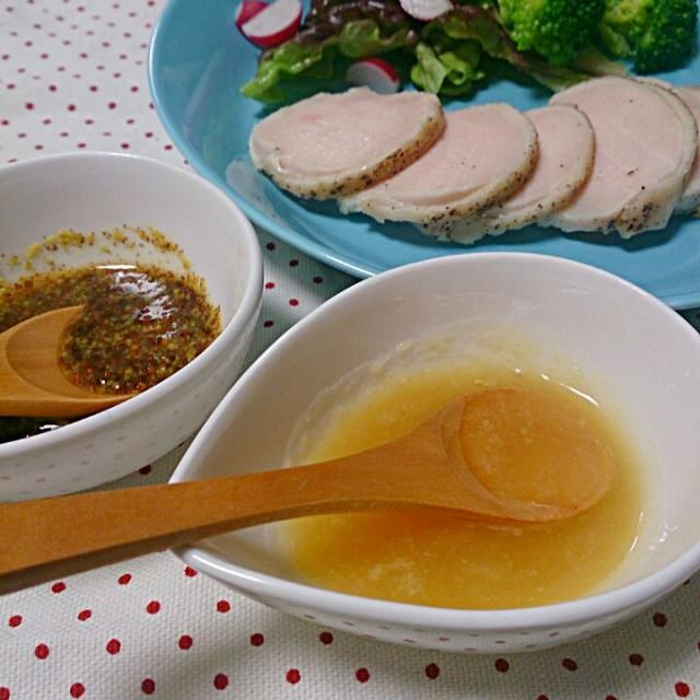 お湯につけるだけの鳥ハムレシピは食中毒の恐れがあって危険です!しっかり温度管理をして、安全に作りましょう。  今回のレシピは皮付きで作りました。 鶏皮が苦手な方もいらっしゃるでしょうから、皮はお好みで外してさいね。 ソースはお肉に合う簡単万能ソース2種類です♪ - 15件のもぐもぐ - 炊飯器調理で食中毒予防の鳥ハム、ハニーマスタード&レモンバターソース by nakayuka