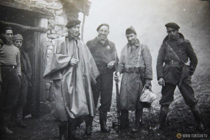 Spain - 1936-39. - GC - Integrantes Batallon Kirikiño2  Frente a la Cuadra del caserío Sagasta de Bergara, en plena línea del frente de los Intxortas.