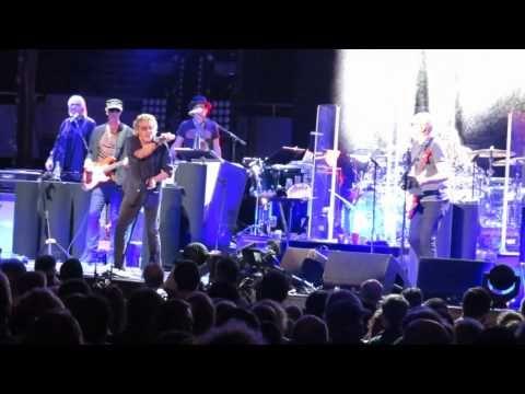 Роджер Долтри чуть было не остановил выступление The Who - http://rockcult.ru/roger-daltrey-nearly-quited-the-stage/