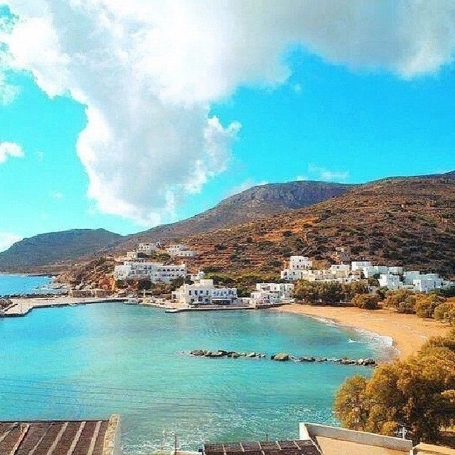Wonderful Alopronoia village , at Sikinos island ( Σίκινος ) ☀️. This place is the port of the island and a beautiful clean beach together .