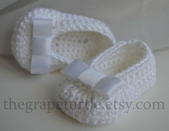 Absolutely gorgeous! These adorable white baby slippers are hand crocheted by me in the finest acrylic yarn. They are super soft! Perfect for your little one as a photo prop or any other formal or casual event. They would also make a unique, one of a kind baby gift! Makes a nice heirloom and keepsake!    Colors: white slipper with white satin bow    Available in the following sizes:  Newborn-3  0 to 3 months-3.25  3 to 6 months-4  6 to 12 months-5    If you would like this shoe in a…