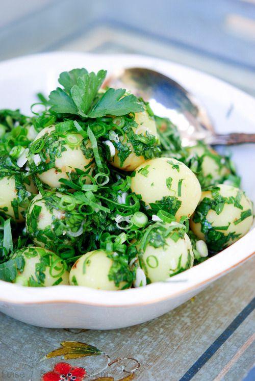 Grøn kartoffelsalat med persille, citron og hvidløg — Sesam, Sesam