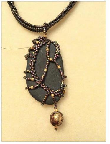 Freeform around stone #beadwork #beadweaving