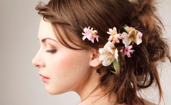Corona di fiori tra i capelli, e la sposa diventa romantica e chic!   Keasha l'abito perfetto