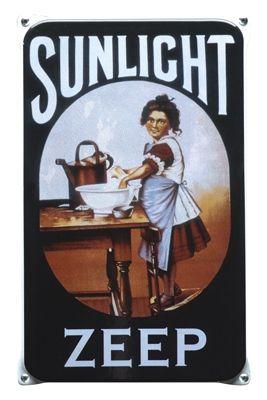 Emaille bord Sunlight zeep 20x33 cm Reclames uit vervlogen jaren, wie krijgt er geen warm gevoel van. Nu als ware kopie van de originele borden. Verzamel ze allemaal.  De emaille borden uit onze nostalgische serie zijn een sieraad aan de wand. - &euro
