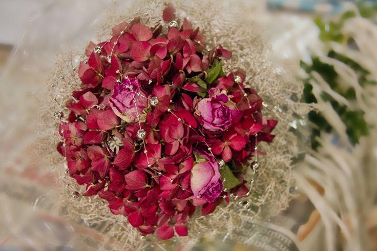 Selbstgemachter Hortensien-Rosen-Strauß