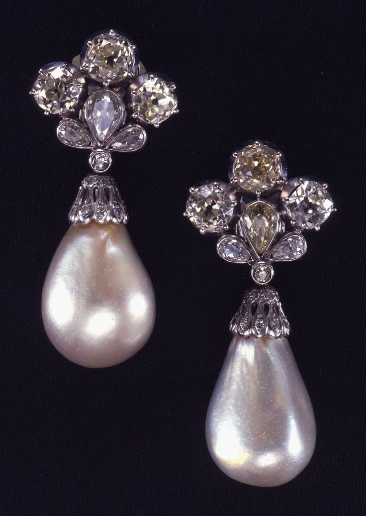 The Mancini Pearls Sold at Christie's in 1969. Marie Mancini (1639-1715) was the niece of Cardinal Mazarin, the prime minister to King Louis XIV of France and in love with the Young king. His mother opposed to the romance.