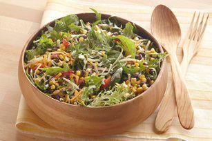 Vous en avez assez de la sempiternelle salade verte? Ajoutez-y des haricots et du maïs pour en obtenir une délicieuse à la façon du Sud-Ouest.