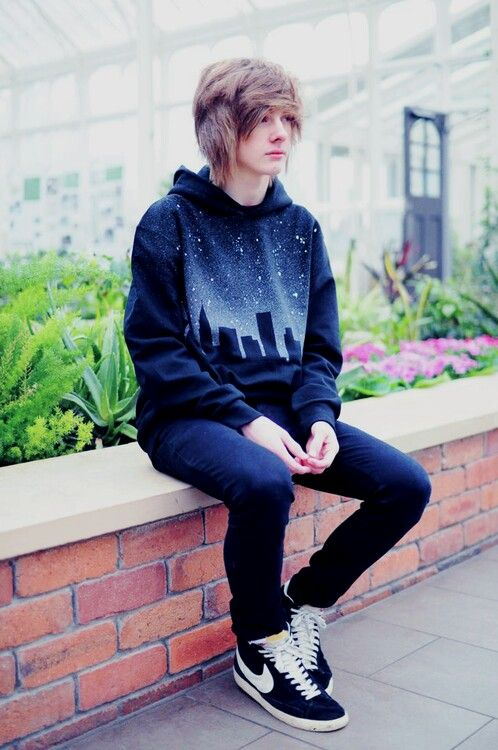 Love the starry landscape sweater! Emo, grunge, androgynous, hoodie, blue, star aesthetic