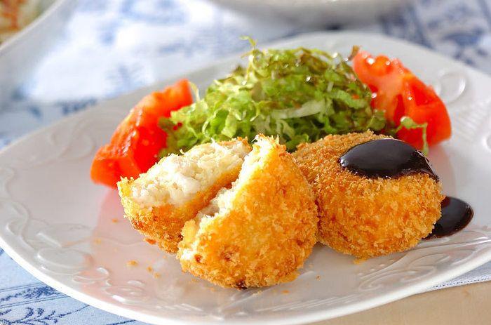 ねっとりほっくり里芋のアツアツコロッケはいかが?芋類とチーズの組み合わせは抜群ですよね。子供も大好きなこのコロッケで今晩は決まり!