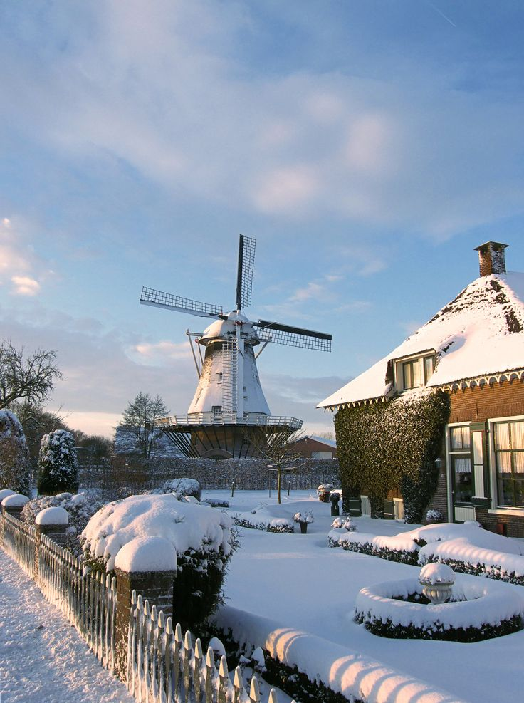 Windmill - Netherlands http://upload.wikimedia.org/wikipedia/commons/7/7e/Walderveense_molen_sneeuw_(2).jpg
