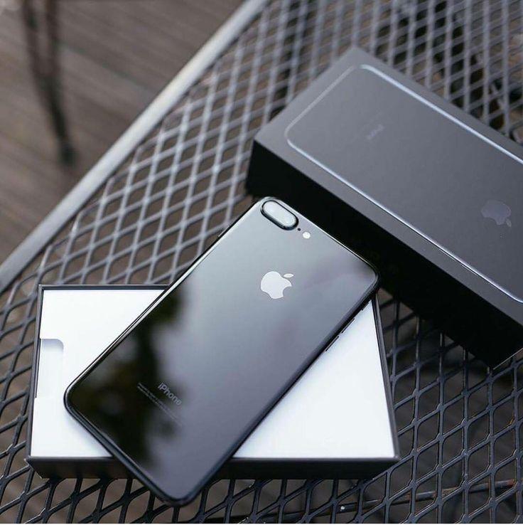 IPhone 7 Plus jet black.