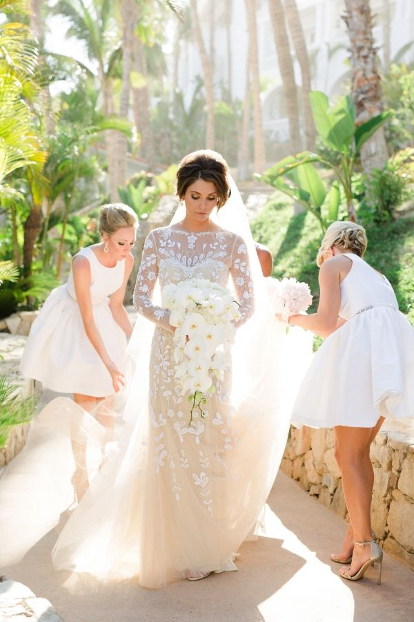 Stunning Carolina Hererra wedding dress: http://www.stylemepretty.com/destination-weddings/2015/11/15/paradise-found-romantic-tropical-wedding-in-mexico/ | Photography: Sara Richardson - http://sararichardsonphoto.com/