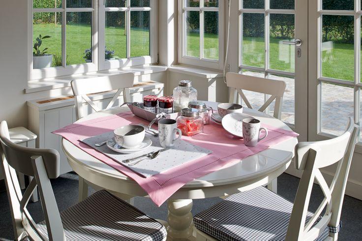 Lovely cups and plates of Simla Home Decoration.  Mooie tassen en borden uit de Simla Home Decoration collectie.  www.rolyn.be #rolyn #breakfast #sun #sundaymorning #goodlife #tableware