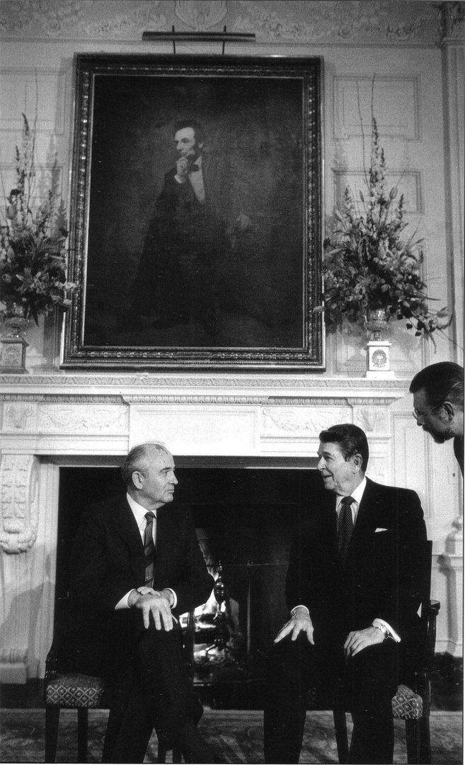 М.С. Горбачев и Рональд Рейган в Белом доме. Вашингтон. США. 1987г.