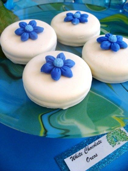 Coated Oreos with blue flowers