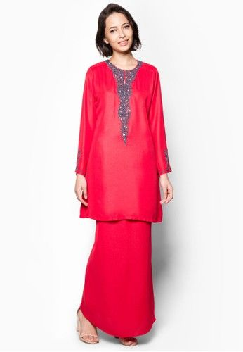 Embellished Baju Kurung from Aqeela Muslimah Wear in Red Delightfully adorned with sequin and bead embellishments, this lovely baju kurung by Aqeela Muslimah Wear features a beautiful subtly shimmery finish. Look absolutely demure yet alluring in this stunning number.  Top  - Polyblend - Round neckline... #bajukurung #bajukurungmoden