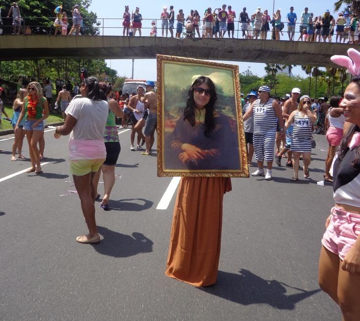 10 FEV 2013, Carnaval de rua, Aterro do Flamengo, Rio de Janeiro - Monalisa, uma legítima obra de arte no Bangalafumenga. (foto: Nelson Veiga/G1)