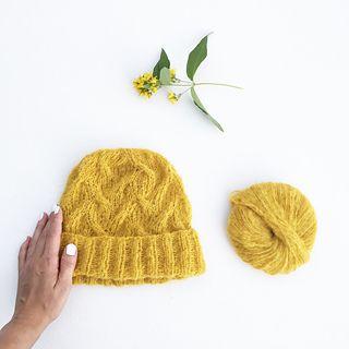 Ravelry: Swallow's dance hat / Svaledanslue pattern by Marianne J. Bjerkman