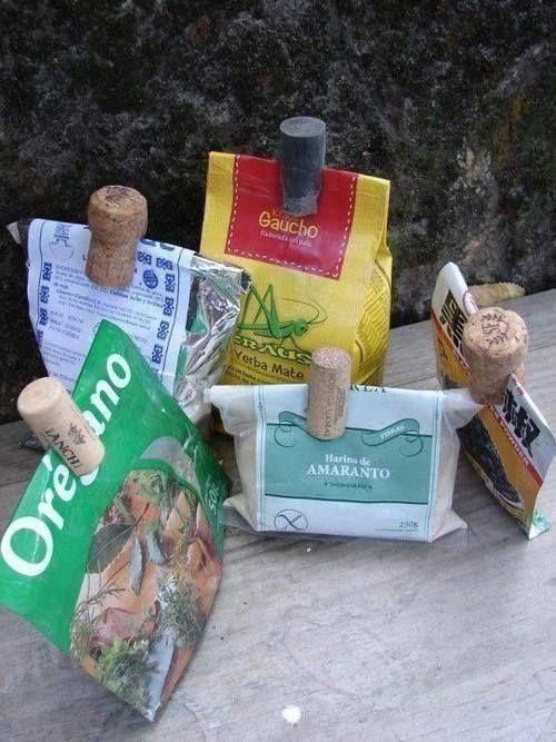 Recicla los tapones de corcho como pinzas para cerrar los paquetes.