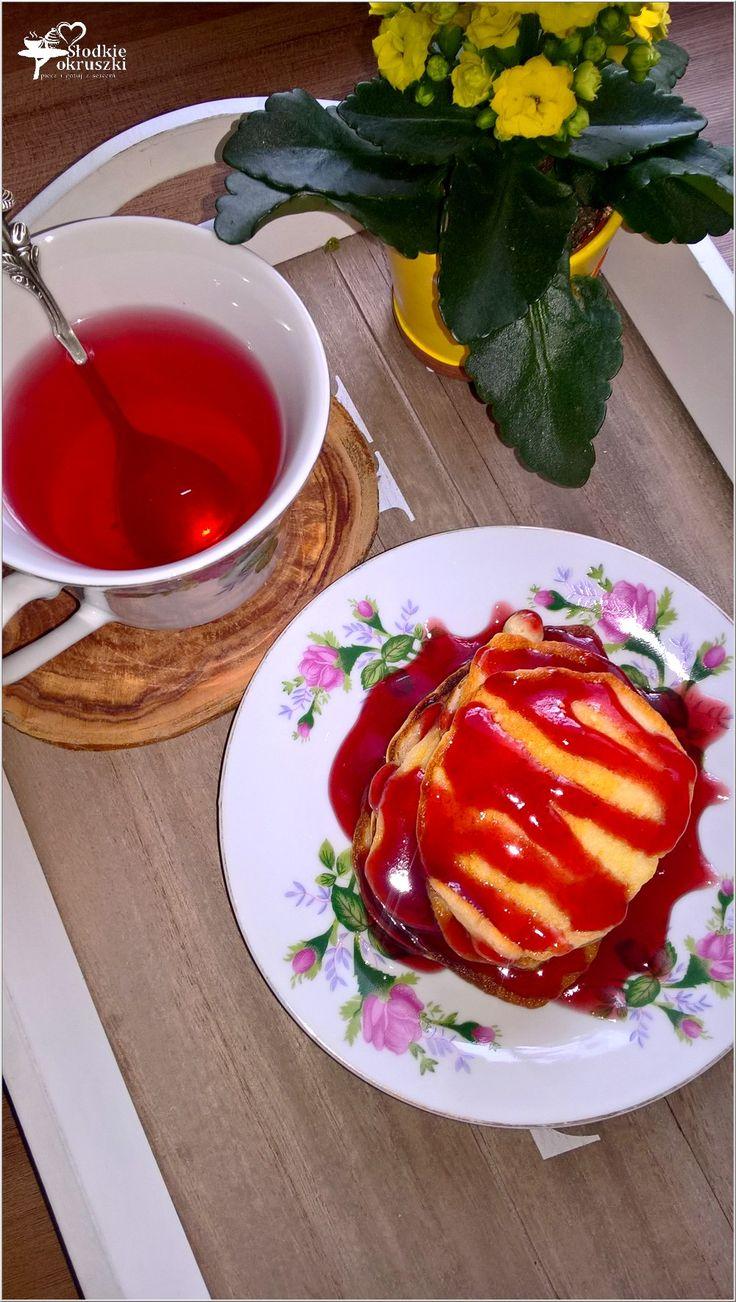 Serowe placuszki z sosem wiśniowym