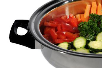 Apenta, der Vakuum Steamer, Swiss Made, ist perfekt zum Servieren und für gesundes Kochen: Vitamine bleiben erhalten, Aromen entfalten sich optimal. Bis zu 70% Energieersparnis. Topqualität mit lebenslanger Garantie auf alle Pfannen und Töpfe. Für alle Herdarten: Induktion, Glaskeramik und Gasherd.  #dampfgarer#dampfkochtopf#digester#pressurecooker#steamer#gesundkochen#kitchen#pot# kochtopf#rezepte   www.wohn-punkt.ch