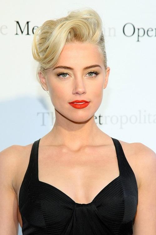 Bouche rouge su Amber Heard #magnifique