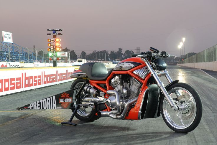 Phototgraphy - Harley-Davidson V-Rod drag racing