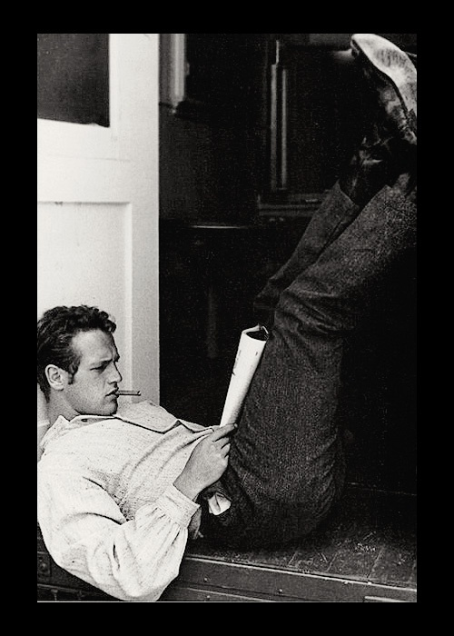 Paul NewmanPaul Newman, Reading, Beautiful Men, Doces Paul, Paulnewman, Hollywood, Eye Candies, Icons, Beautiful People