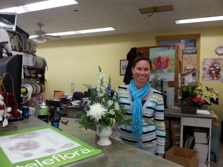 Meet our team! We're a real #florist, putting together your orders with xtra tender care ❀☺! http://ow.ly/YzSvd