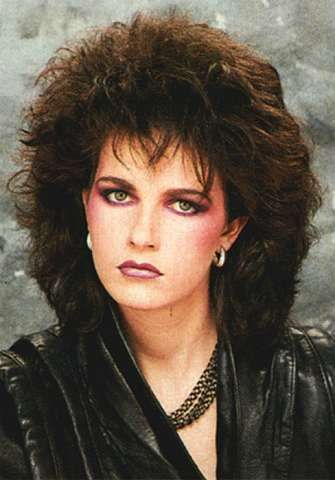 80s Makeup - Heavy Blush on Cheeks and Loads of Emphasis on the Eyes = totally rad. http://www.liketotally80s.com/2006/10/80s-makeup/