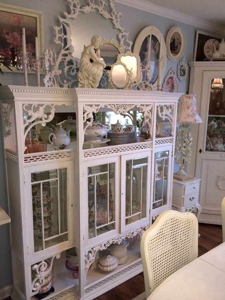 Shabby Chic   Thus sis a wonderful piece of furniture.