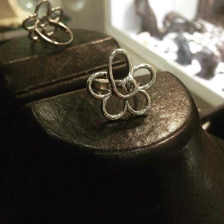 #gümüş #silver925 #elişi #sipariş #yüzük #model #moda #takı #tasarım #işçilik #atölye #gümüşatölyem #imalat #mağaza #jewellery #handmade #design #sanat #antika #mücevher #fantastic #natural #otantik #çizim #wantgümüş #üsküdar #istanbul http://turkrazzi.com/ipost/1518197203246540179/?code=BURuFAGgGWT