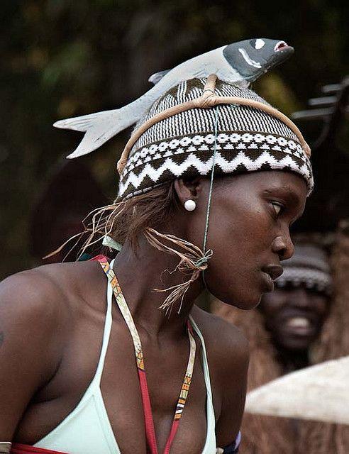 Guinea-Bissau 2008 | Africa, Guinea-Bissau, Bubaque Island,  2008-12-22.  Guinee-Bissau, eiland Bubaque. Young dancers keep the rich dance and music tradition of Bubaque alive. Jonge dansers houden de rijke dans en muziek traditie van Bubaque  in ere.
