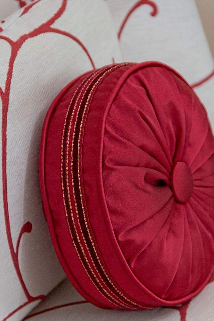 Round Decorative Pillows 17 Best Ideas About Round Pillow On Pinterest Sewing Pillows
