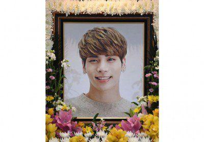 Ini Penyebab Jonghyun Shinee Hingga Bunuh Diri  Forumviral.com - Kematian Jonghyun SHINee diduga kuat karena bunuh diri. Kabar ini juga telah dibenarkan oleh pihak kepolisian yang mendapat laporan dari keluarga atas aksi bunuh diri Jonghyun.   #Jonghyun #SHINee #lonely #taemin #leetaemin #kimkibum #leejinki #minho  #kimjonghyun #shawol #key #onew #choiminho   Selengkapnya  http://www.forumviral.com/2017/12/ini-penyebab-jonghyun-shinee-hingga.html