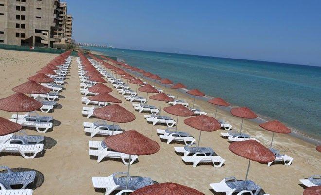 Άνοιξε παράνομα η παραλία της Δερύνειας στην περίκλειστη Αμμόχωστο- Δεν επετράπη η είσοδος σε δημοσιογράφους