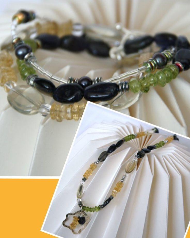 Stijlvolle #sieraden set met halfedelsteentjes als citrien peridot #zoetwaterparels en ioliet. De #zilveren hanger aan de ketting is #handmade en voorzien van een print. De #armband bestaat uit 3 strengen met een zilveren kapittelslot. #Diy #kralen #jewelry #sieradenparty. Www.p67jewelz.nl