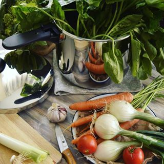 Regalos que te llenan de #vida... Gracias a Nerea de @menajeando_com 😆 Me viene genial para próximas #recetas... 😋😋😋 #love #instagood #photooftheday #beautiful #happy #food #nature #style #amazing #foodporn #yummy #instafood #instalove #vegetables #vegetarian #recipes #leitevegetal #foodie #foodgasm #healthyfood #foodstagram #foodies #foodblogger #foodphotography #magefesa #menajeando #menaje #ollaexpress