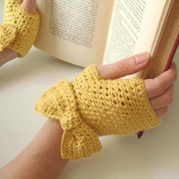 2014 FALL/Winter crochet gloves for girls . Buttercup Fingerless Gloves with Bow