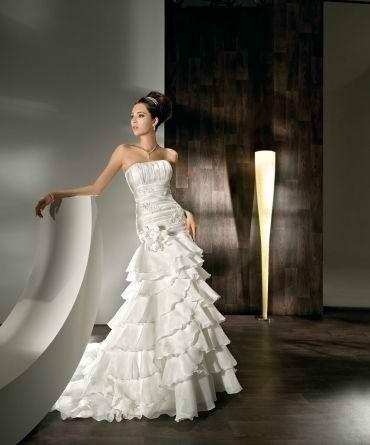 Robe de mariée Demetrios version courte et longue collection 2012 en satin et organza