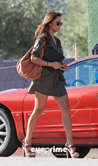 vanessa-minnillo-and-her-rebecca-minkoff-nikki-bag.jpg