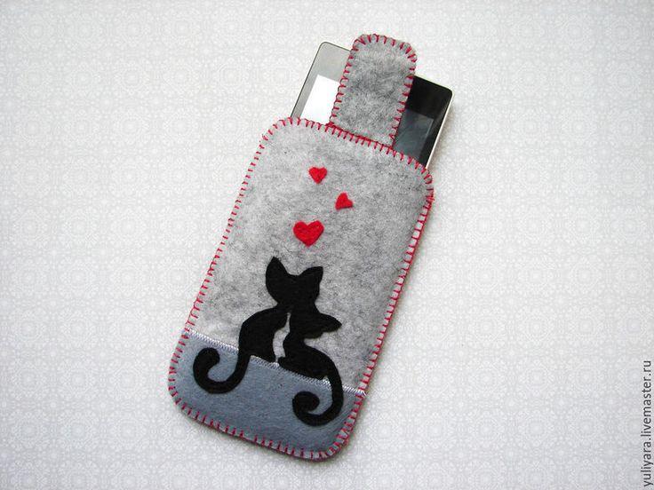 Купить или заказать Чехол для телефона из фетра 'Кошки' в интернет-магазине на Ярмарке Мастеров. Чехол для телефона из фетра,внутри подкладка из яркой хлопковой ткани , застежка на липучку. Размер чехла 'Кошки' 12,5*7,5 см Размер чехла 'Дерево' 14*8 см На заказ возможно исполнение по вашим эскизам и любого размера.